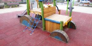 Spielplatzgerät für öffentliche Spielplätze